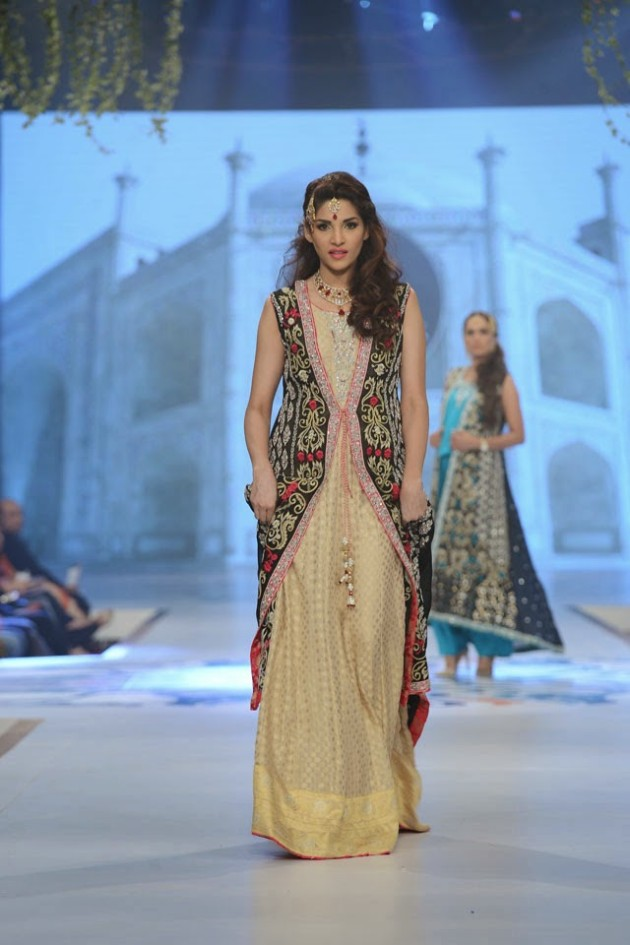 Wedding-Bridal-New-Fashion-Wear-Dress-for-Beautiful-Girls-at- PBCW-by-Designer-Sana-Abbas-10