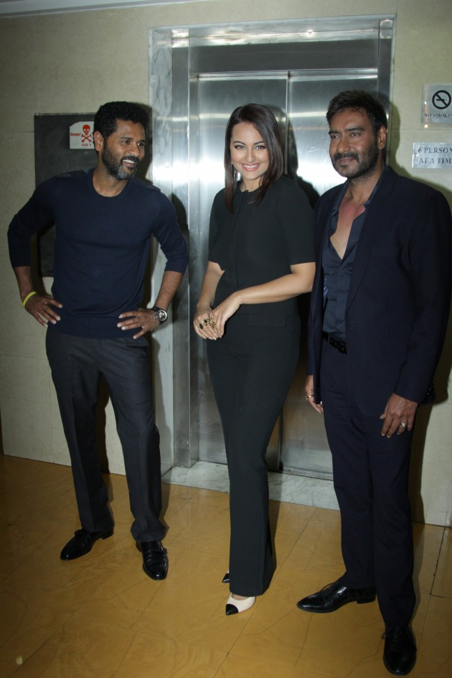Ajay-Devgan-With-Sonakshi-Sinha-On-The-Sets-Of-KBC-Photo-Pictures-1