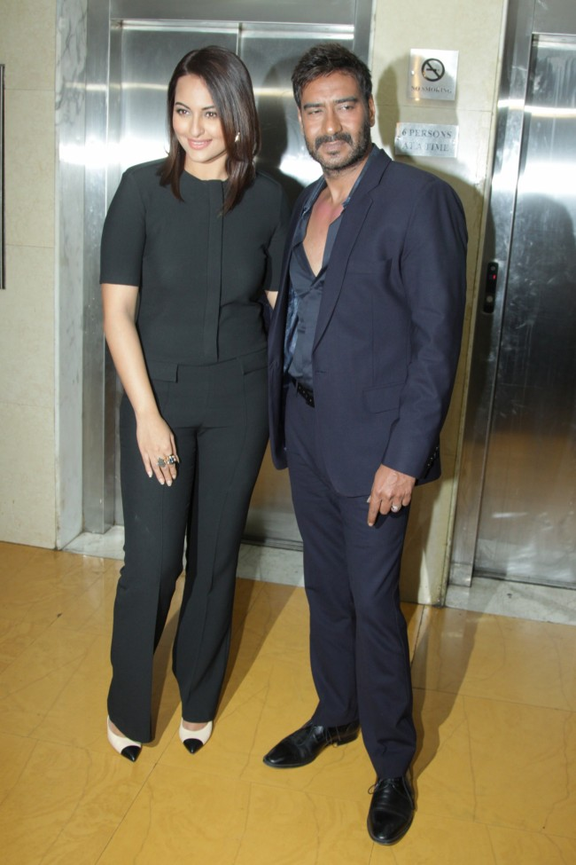 Ajay-Devgan-With-Sonakshi-Sinha-On-The-Sets-Of-KBC-Photo-Pictures-7