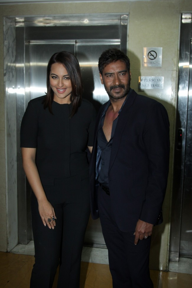 Ajay-Devgan-With-Sonakshi-Sinha-On-The-Sets-Of-KBC-Photo-Pictures-9