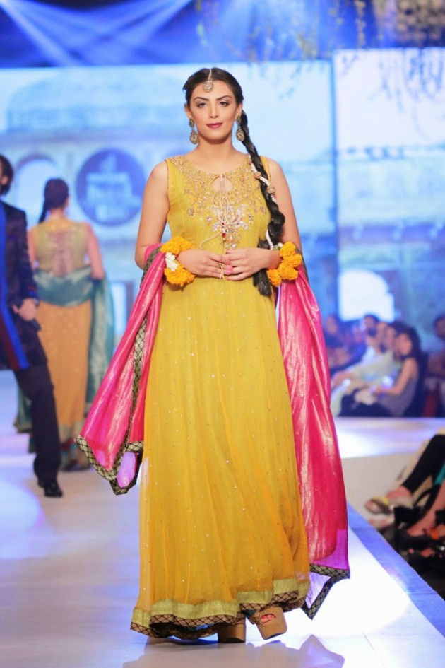 Bridal-Wedding-New-Fashion-Style-Dress-at-PBCW-by-Designer-Uzma-Babar-2