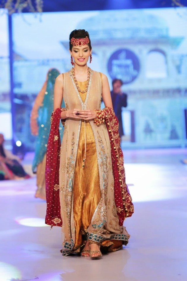 Bridal-Wedding-New-Fashion-Style-Dress-at-PBCW-by-Designer-Uzma-Babar-4