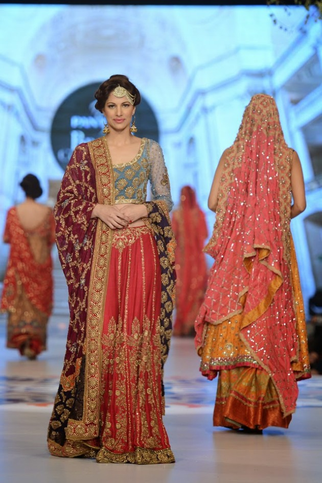 Bridal-Wedding-Wear-Suits-Fashion-Show-at-PBCW-by-Dress-Designer-Teena-Durrani-10