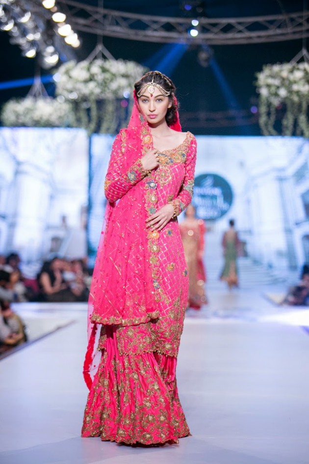 Bridal-Wedding-Wear-Suits-Fashion-Show-at-PBCW-by-Dress-Designer-Teena-Durrani-3
