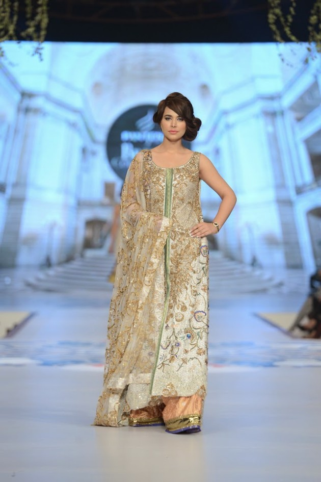 Bridal-Wedding-Wear-Suits-Fashion-Show-at-PBCW-by-Dress-Designer-Teena-Durrani-6