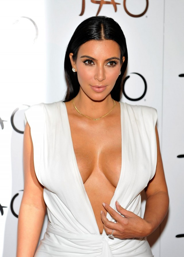 Kim-Kardashian-at-her-Birthday-Party-at-Tao-Nightclub-in-Las-Vegas-Photo-Pictures-1