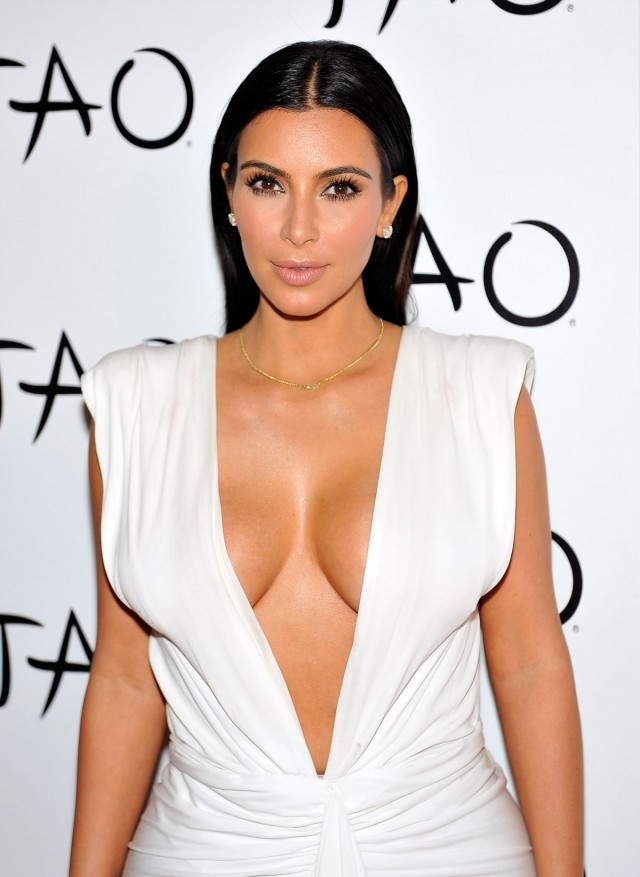 Kim-Kardashian-at-her-Birthday-Party-at-Tao-Nightclub-in-Las-Vegas-Photo-Pictures-2