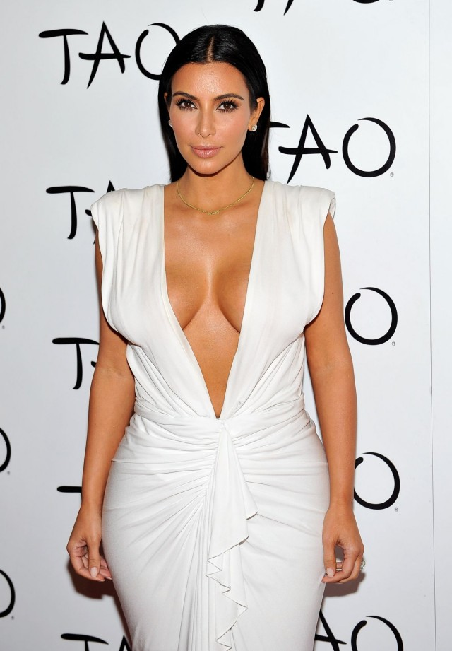 Kim-Kardashian-at-her-Birthday-Party-at-Tao-Nightclub-in-Las-Vegas-Photo-Pictures-4