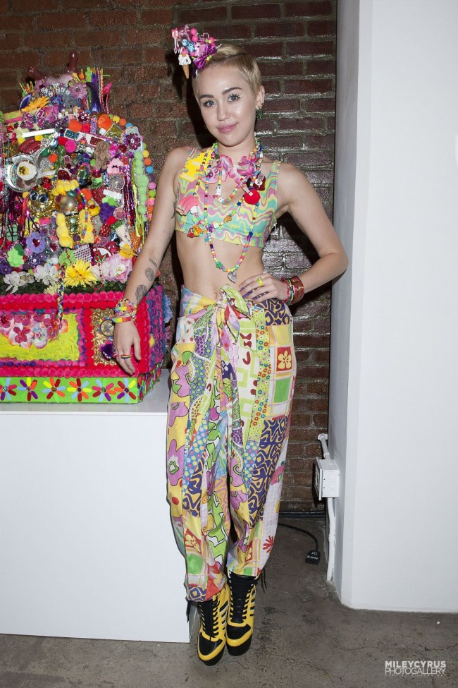 Miley-Cyrus-at-Jeremy-Scott-Dirty-Hippie-Fashion-Show-in-New-York-Photo-Pictures-