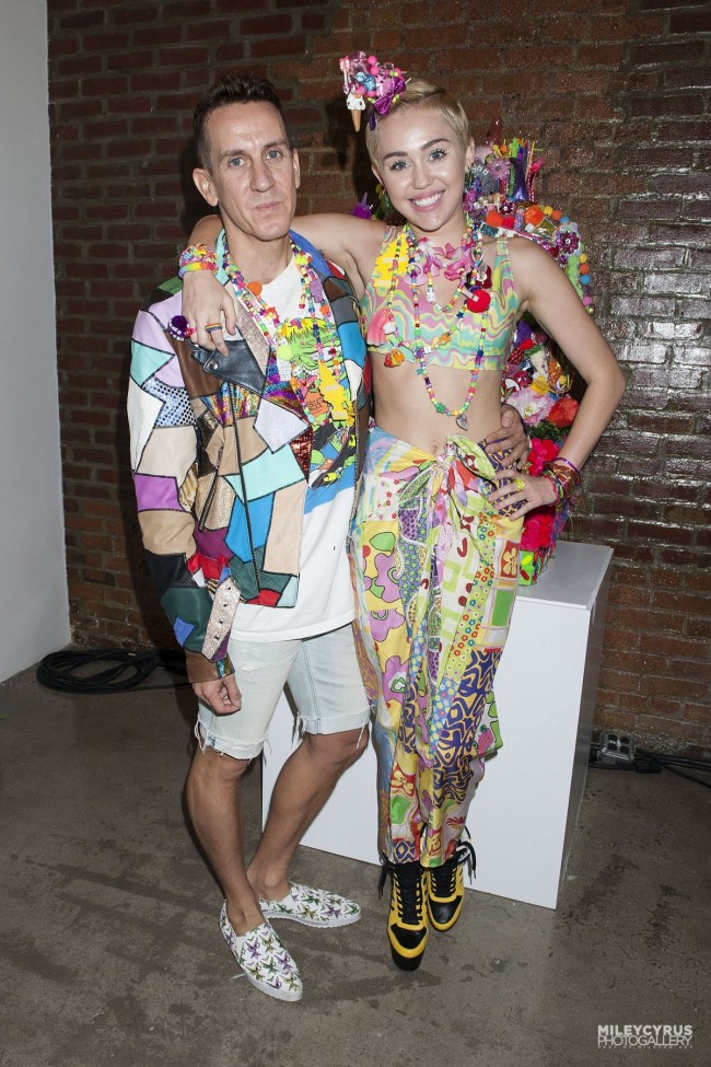 Miley-Cyrus-at-Jeremy-Scott-Dirty-Hippie-Fashion-Show-in-New-York-Photo-Pictures-8