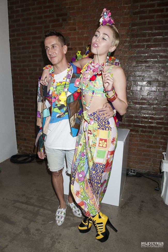 Miley-Cyrus-at-Jeremy-Scott-Dirty-Hippie-Fashion-Show-in-New-York-Photo-Pictures-9
