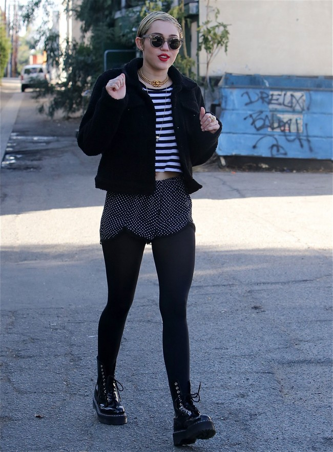 Miley-Cyrus-Out-and-About-in-Studio-Los-Angeles-City-Pictures-Image-3