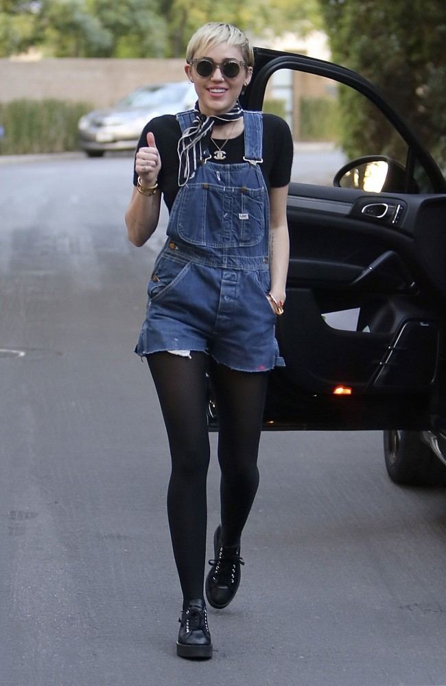 Miley-Cyrus-Out-and-About-in-Studio-Los-Angeles-City-Pictures-Image-6