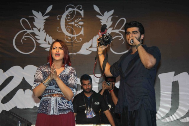 Arjun Kapoor and Sonakshi Sinha at Tevar Movie Promotion-at Mithibai College Photos-Pictures-1