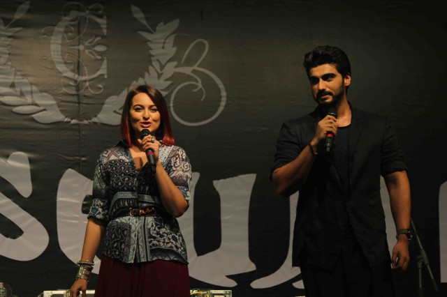 Arjun Kapoor and Sonakshi Sinha at Tevar Movie Promotion-at Mithibai College Photos-Pictures-3