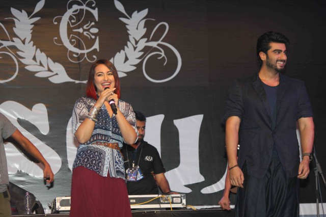 Arjun Kapoor and Sonakshi Sinha at Tevar Movie Promotion-at Mithibai College Photos-Pictures-4