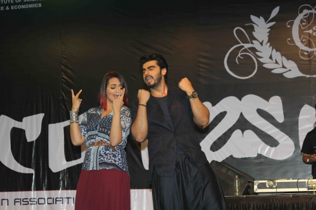 Arjun Kapoor and Sonakshi Sinha at Tevar Movie Promotion-at Mithibai College Photos-Pictures-5