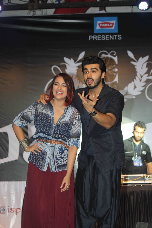 Arjun Kapoor and Sonakshi Sinha at Tevar Movie Promotion-at Mithibai College Photos-Pictures-9
