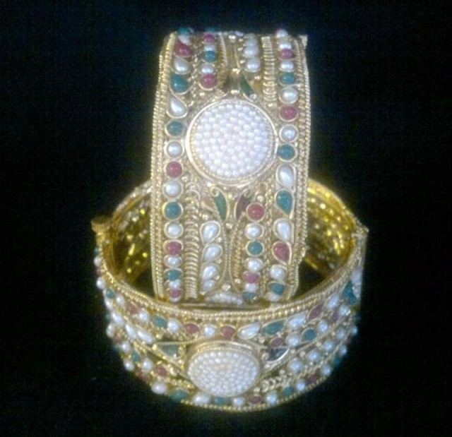 Indian Bridal-Wedding Wear Gold Bracelet Bangles Chura For Brides New Dulhan Fashion-2