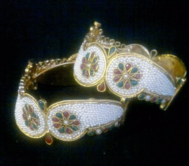 Indian Bridal-Wedding Wear Gold Bracelet Bangles Chura For Brides New Dulhan Fashion-3