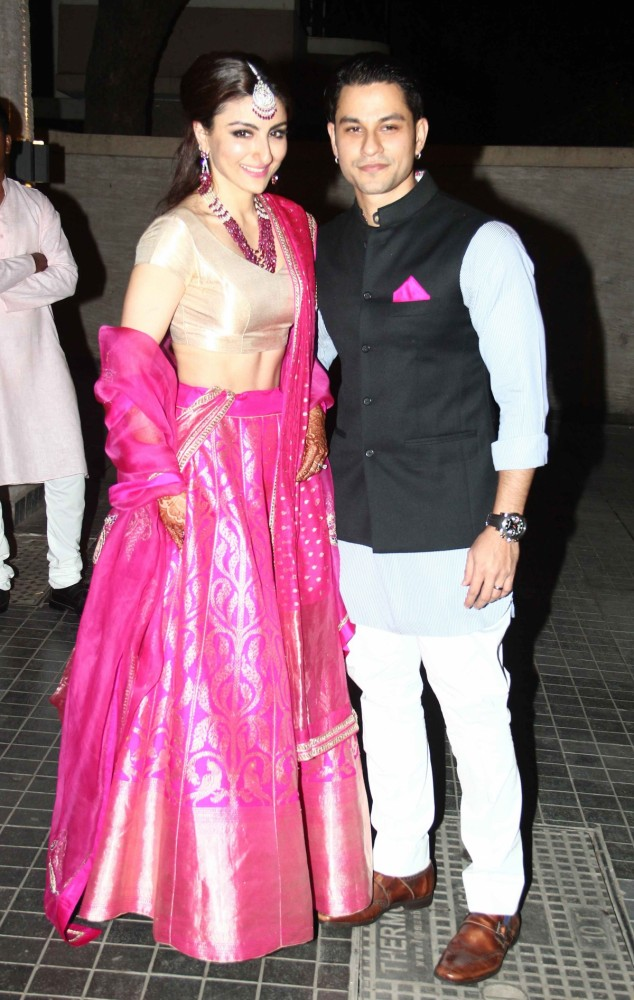 Bollywood-Indian Movies Famous Actress Soha Ali Khan & Kunal Kemmu Marriage Ceremony Pictures-Photoshoot-3