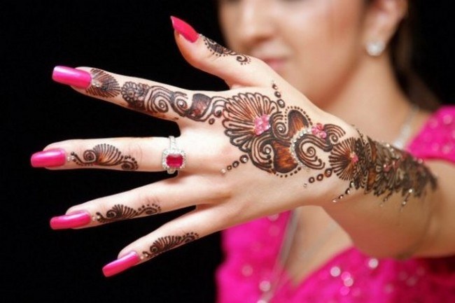 Bridal-Wedding Amazing Latest Henna Mehndi Designs for Girls-Dulhan Hands-1