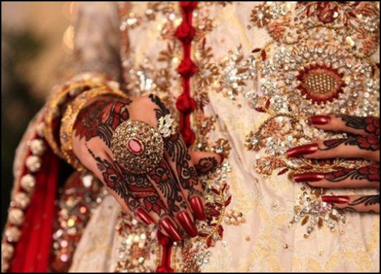 Bridal-Wedding Amazing Latest Henna Mehndi Designs for Girls-Dulhan Hands-10