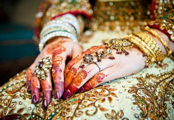 Bridal-Wedding Amazing Latest Henna Mehndi Designs for Girls-Dulhan Hands-5