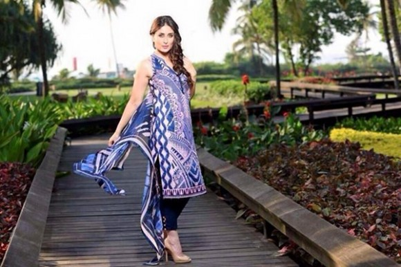 Kareena Kapoor Modeling in Faraz Manan Cresent Lawn Suits For Girls New Fashion Clothes-1