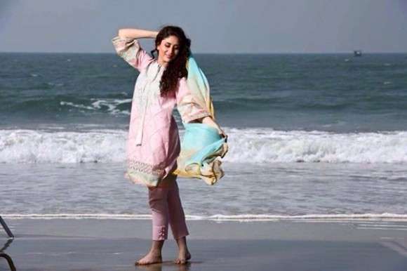 Kareena Kapoor Modeling in Faraz Manan Cresent Lawn Suits For Girls New Fashion Clothes-3
