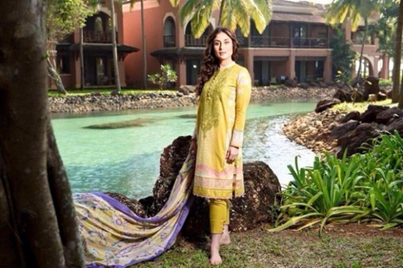 Kareena Kapoor Modeling in Faraz Manan Cresent Lawn Suits For Girls New Fashion Clothes-4
