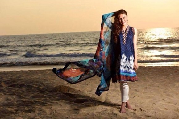 Kareena Kapoor Modeling in Faraz Manan Cresent Lawn Suits For Girls New Fashion Clothes-5