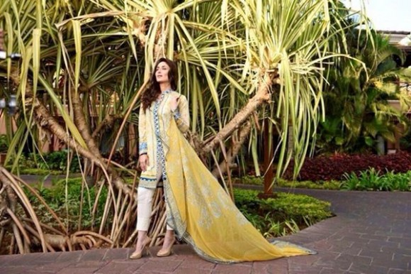 Kareena Kapoor Modeling in Faraz Manan Cresent Lawn Suits For Girls New Fashion Clothes-6