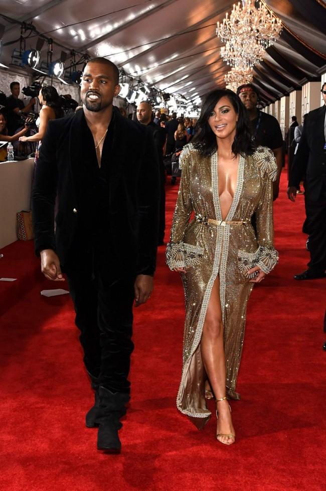 Kim-Kardashian-at-2015-Grammy-Awards-in-Los-Angeles-Images-Photos-5