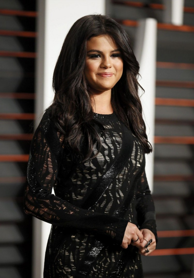 hd wallpapers of celebrities: selena gomez at vanity fair oscar