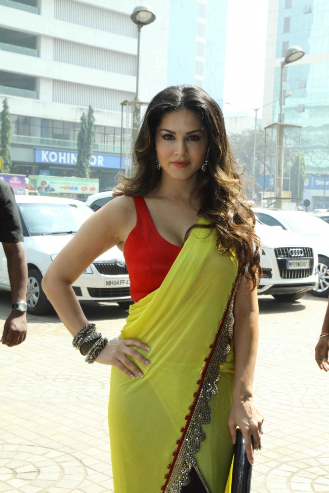 Sunny-Leone-in-Ek-Paheli-Leela-Movie-Trailer-Launch-Photos-Pictures-5