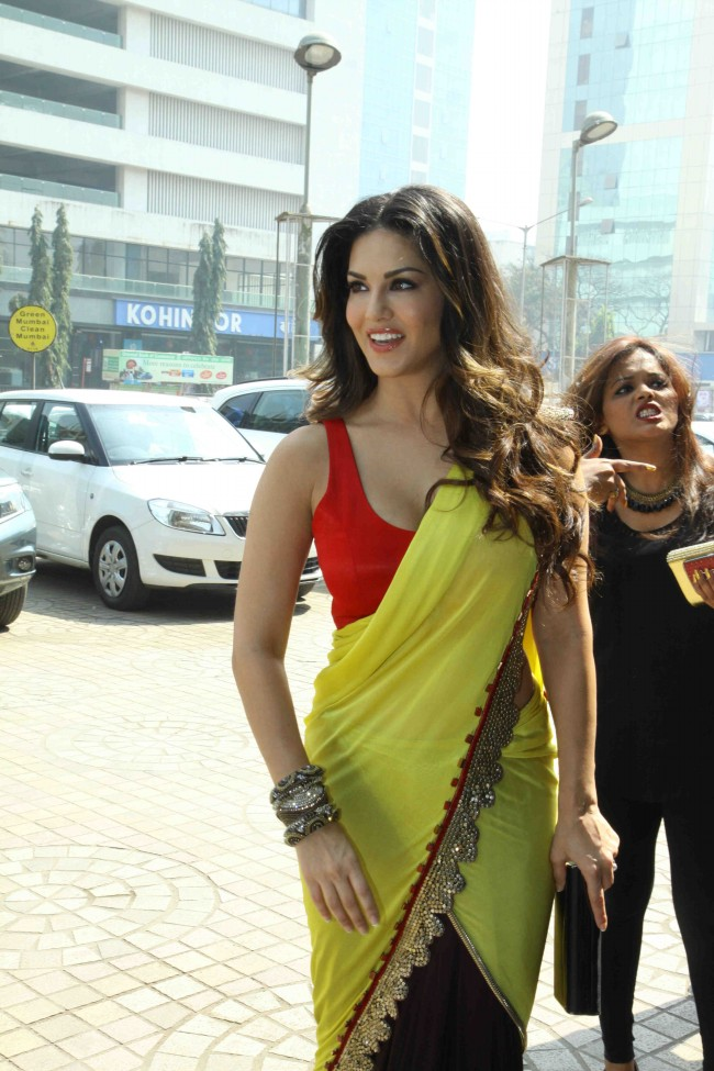 Sunny-Leone-in-Ek-Paheli-Leela-Movie-Trailer-Launch-Photos-Pictures-6