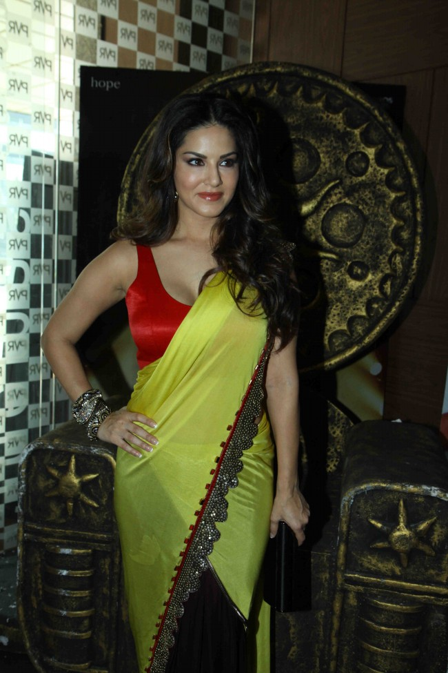 Sunny-Leone-in-Ek-Paheli-Leela-Movie-Trailer-Launch-Photos-Pictures-8