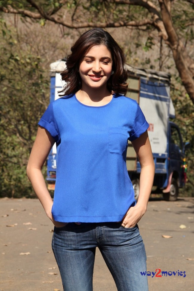Anushka Sharma Bollywood-Indian Celebrity on the Sets of Savdhaan India Photos-Pictures-4