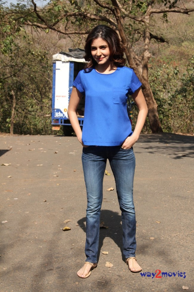Anushka Sharma Bollywood-Indian Celebrity on the Sets of Savdhaan India Photos-Pictures-7