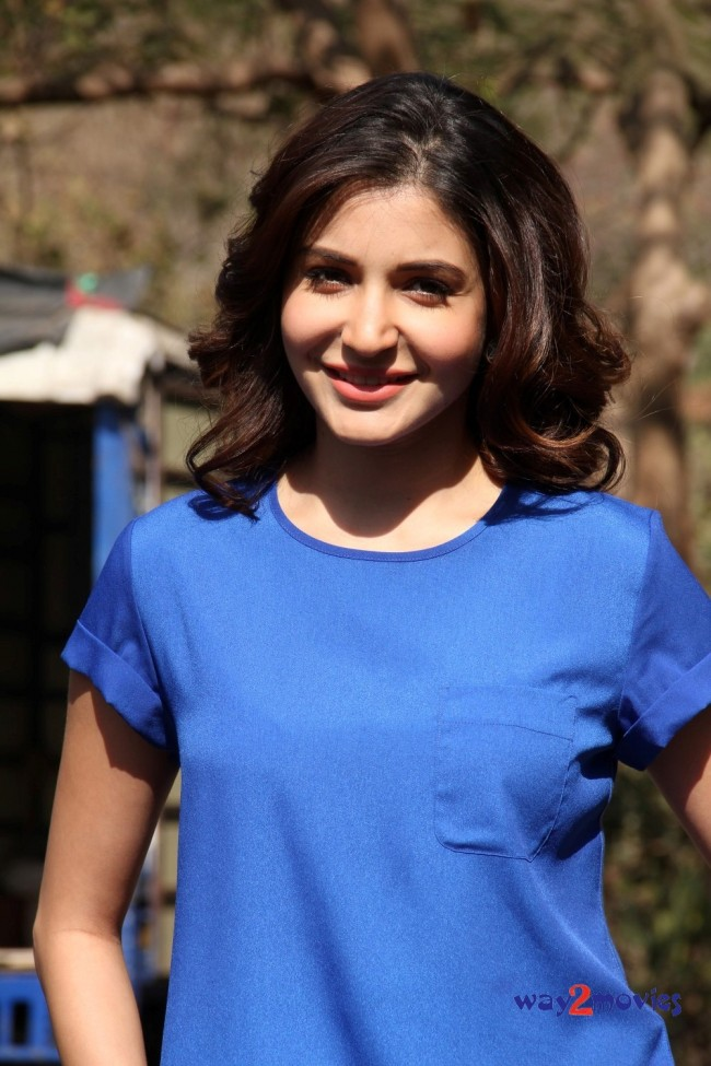 Anushka Sharma Bollywood-Indian Celebrity on the Sets of Savdhaan India Photos-Pictures-
