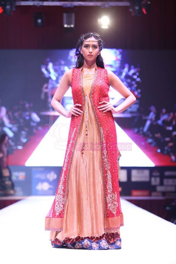 Dress Designer Umsha by Uzma Babar International Wedding-Bridal Fashion Show in Qatar-8