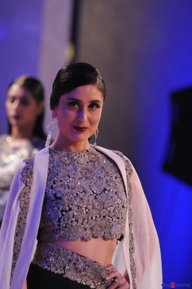 Kareena Kapoor at LFW Summer Resort 2015 Grand Finale Photos-Pictures-1
