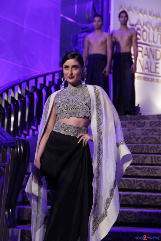 Kareena Kapoor at LFW Summer Resort 2015 Grand Finale Photos-Pictures-4