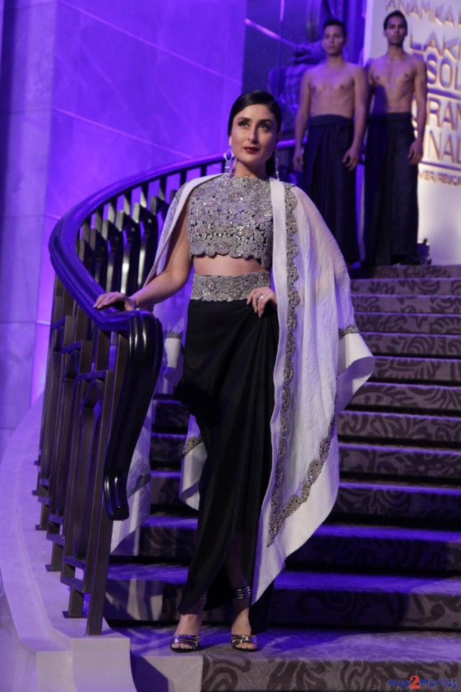 Kareena Kapoor at LFW Summer Resort 2015 Grand Finale Photos-Pictures-5