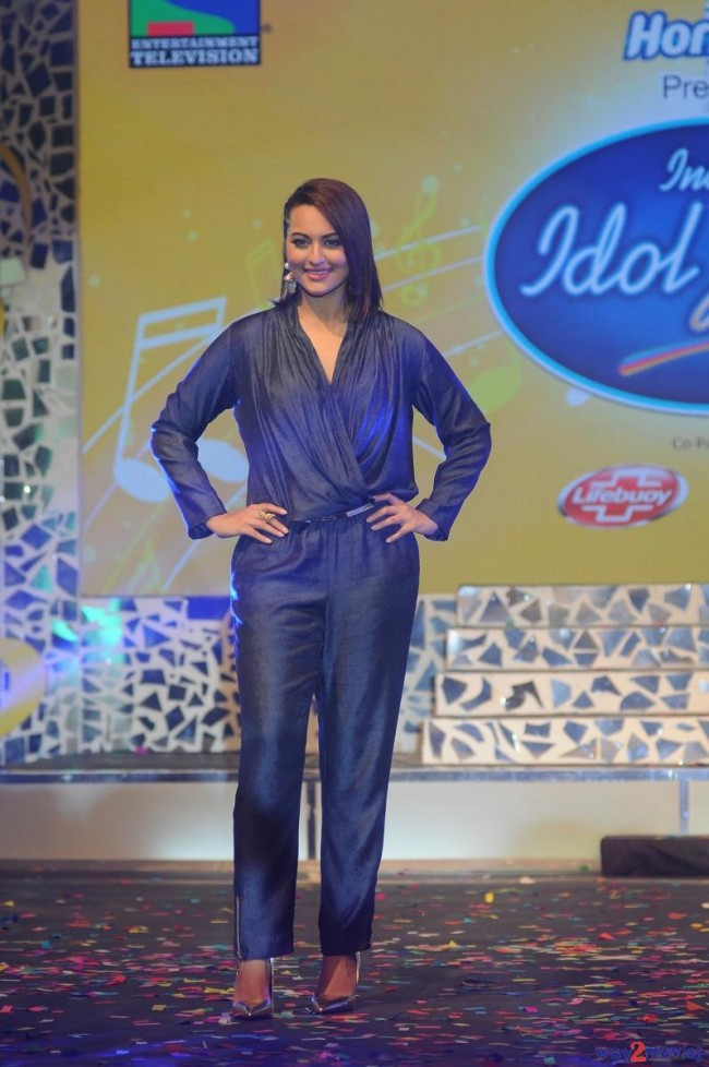 Sonakshi Sinha Bollywood Celebrity at Indian Idol Junior 2 Launch PM Pictures-Photos-1