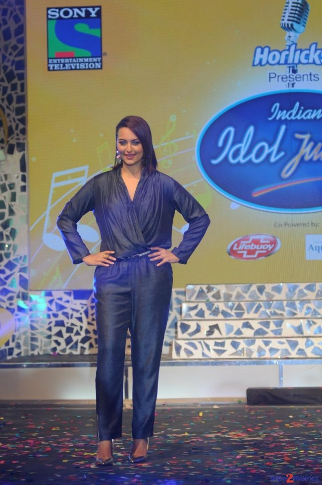 Sonakshi Sinha Bollywood Celebrity at Indian Idol Junior 2 Launch PM Pictures-Photos-2