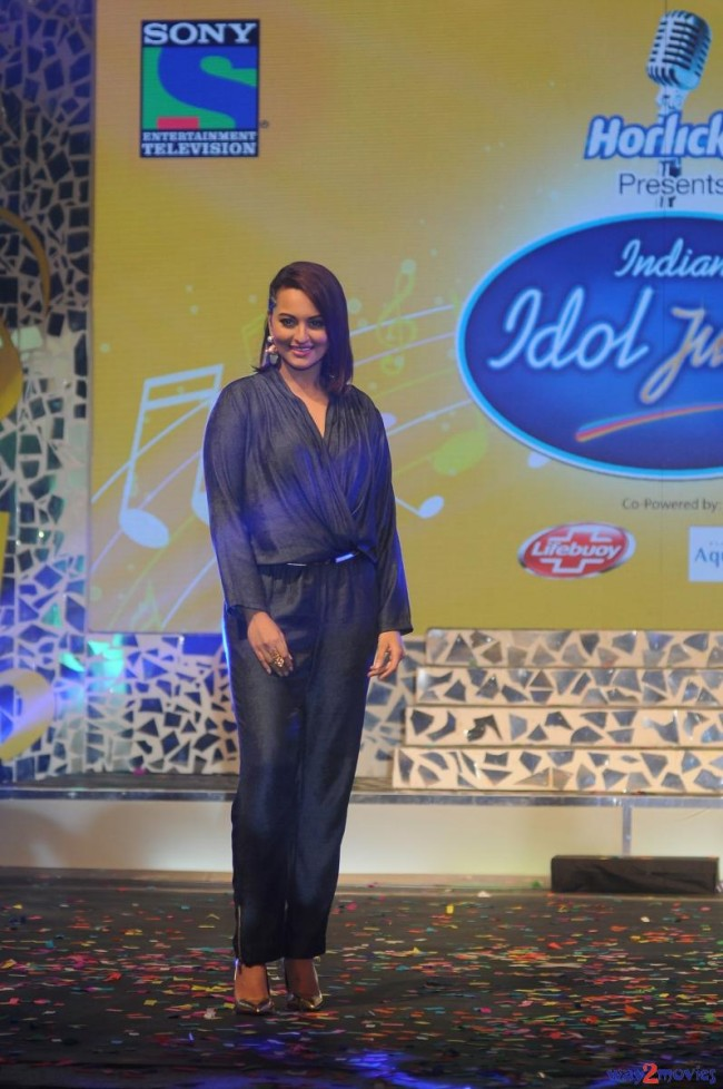 Sonakshi Sinha Bollywood Celebrity at Indian Idol Junior 2 Launch PM Pictures-Photos-3