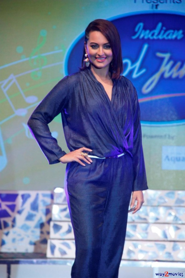 Sonakshi Sinha Bollywood Celebrity at Indian Idol Junior 2 Launch PM Pictures-Photos-4