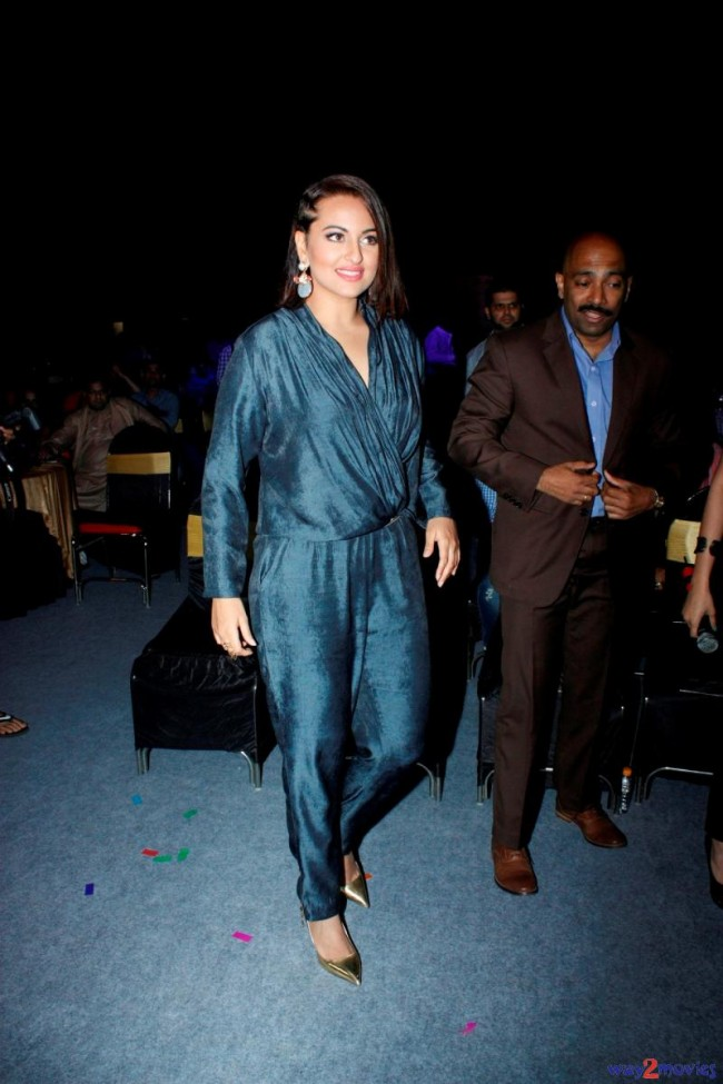 Sonakshi Sinha Bollywood Celebrity at Indian Idol Junior 2 Launch PM Pictures-Photos-7